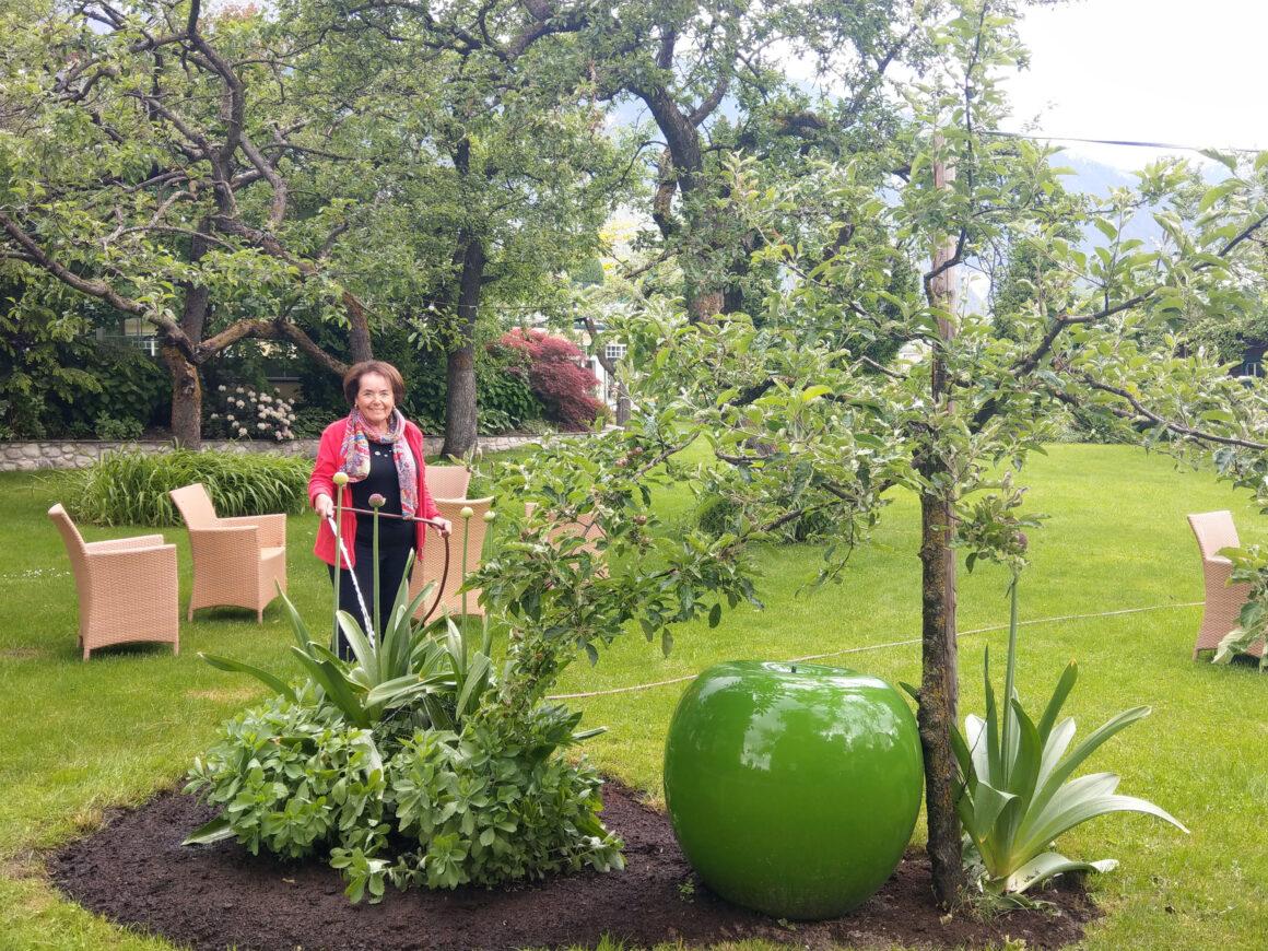 Martha Pirktl im Hotelgarten